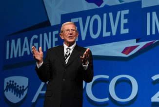 Lou Holtz Kicks Off Opening General Session on a Positive Note